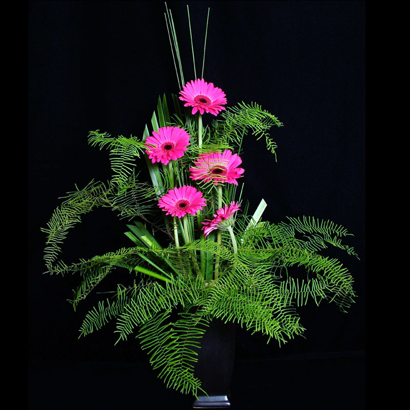 Star fern delicately borders this loose floral design.