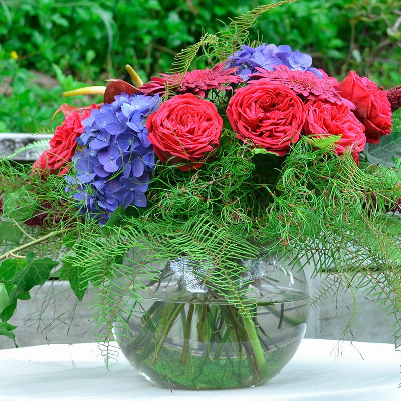Goanna Claw, Emu Feather Fern and Umbrella Fern are used in a luscious, romantic vase design.