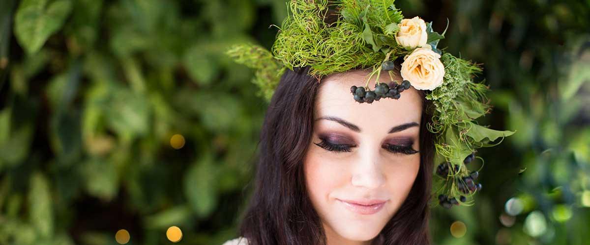 Flower crown of Goanna Claw foliage, spray rose, berries