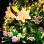 TREE ~ Designer: Elise Rosen, Rose and Heart ~ Foliage : Umbrella Fern™, Sea Star Fern™, Bribie Pine ~ Flowers: lily, hydrangea, ammi